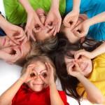 [obrazky.4ever.sk] deti, ruky, farebne tricka 154280