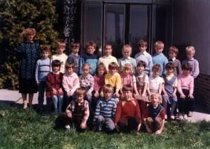 Ročníky ZŠ: 1979/1980 + 1981/1982 (fotené_v_roku_1989)